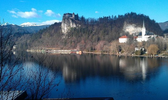 Park Hotel Bled: Beautiful lake, photo taken from mine rooms terace.