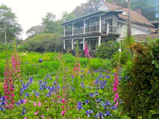 Howard Creek Ranch : Main house/Gadenr