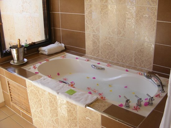 Melia Buenavista: Bath prepared for us as a surprise when we returned to our room on the last afternoon
