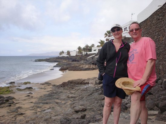 Atlantis Las Lomas: walk along prom