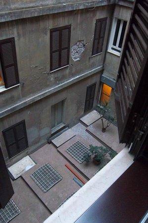 Hotel Giorgi: De binnenplaats, vooral de keuken hoor je in de ochtend als je raam openstaat.