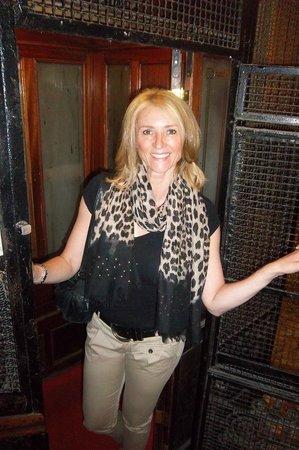 """Hotel Giorgi: Geweldig dat ze de """"authentieke oude lift"""" hebben laten zitten!"""