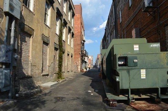 كومفورت سويتس هيستوريك ديستريكت: One of the streets in the historic district