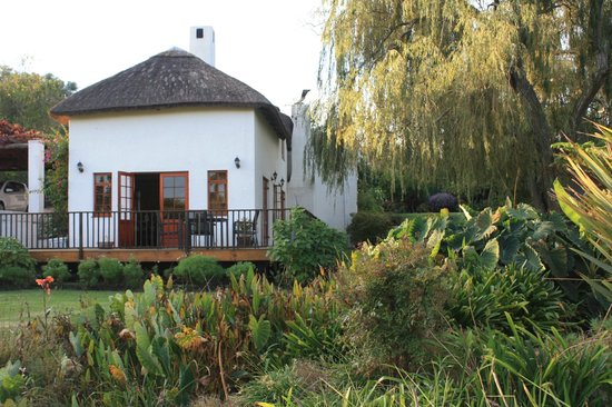Acara: Willow Tree cottage set amongst lovely gardens