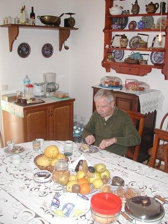 Il Mare Di Alghero : The breakfast room at B & B