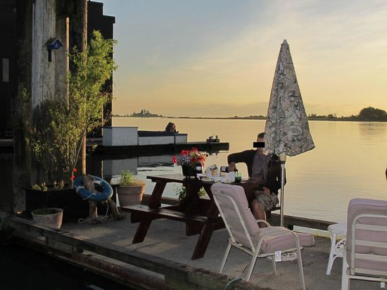 Canoe Pass Inn: le ponton pour l'apero