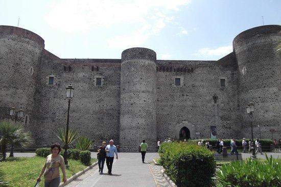 Museo Civico Castello Ursino : Facciata del Castello Ursino