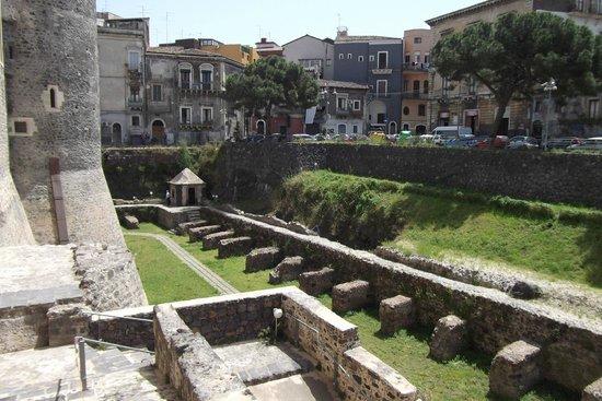 Museo Civico Castello Ursino : Fossato del Castello Ursino