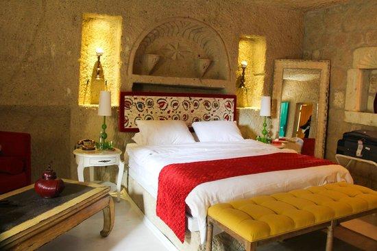 Hezen Cave Hotel: Room