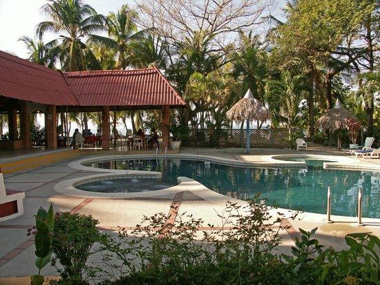 Hotel Las Brisas del Pacifico: La Piscine avec l'Océan en fond