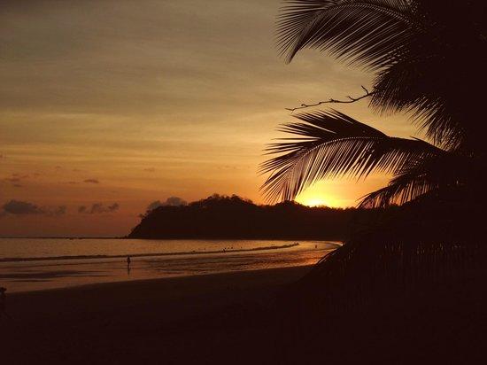 Hotel Las Brisas del Pacifico: Coucher de Soleil sur la plage
