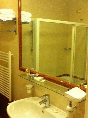 Residenza Gens Julia: Bathroom