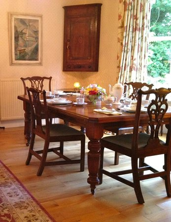 Highbury Bed & Breakfast: Our sunny guest breakfast room and lounge