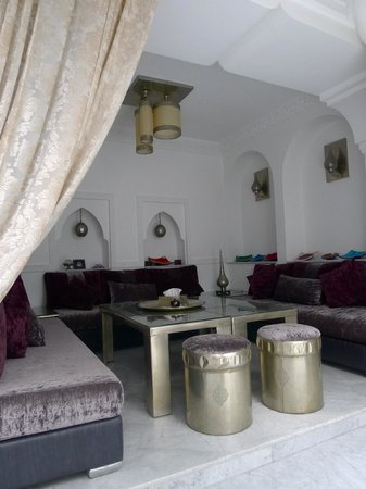 Riad Mirage: living room area