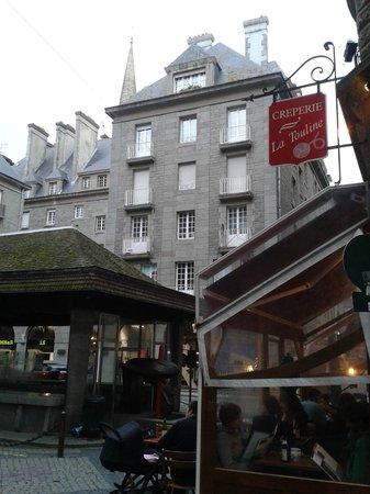 Crêperie La Touline : Place Poissonerie où se trouve la crêperie