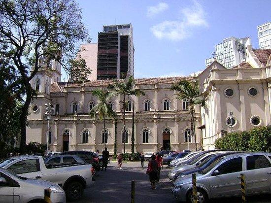 Sao Jose Church: Entrada pela rua  dosTamoios