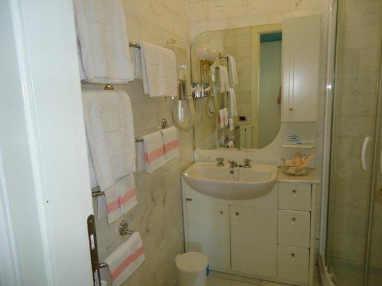 Hotel Matilde: bagno camera family