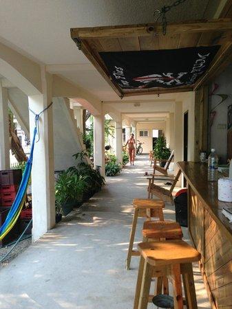 Pirate's Bay Inn Dive Resort : Seating at bar