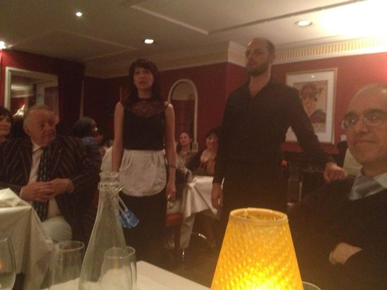 Bel Canto Restaurant: Singing for our supper!
