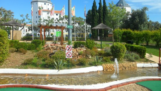 Family Golf Park: Lovely fountain