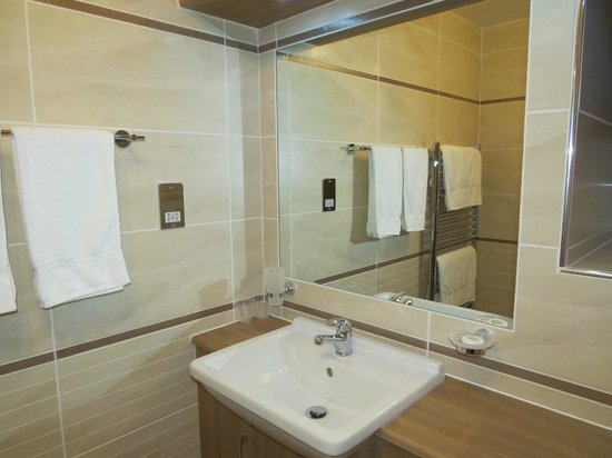 Lynver Guest House: Upgraded bathroom