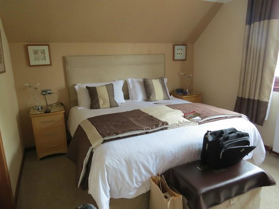 Lynver Guest House: Super comfortable King bed