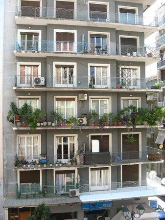 Achillion Hotel: Дом напротив отеля