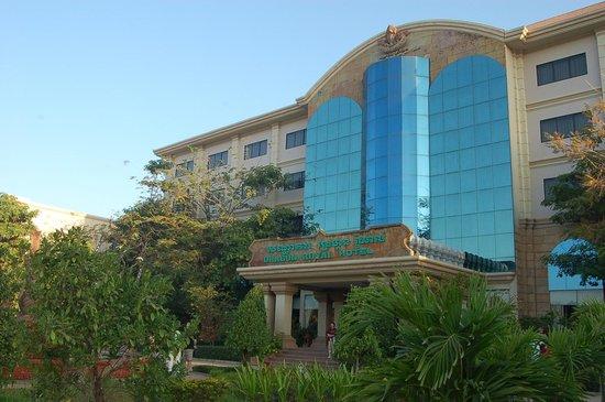 Dragon Royal Hotel: hotel