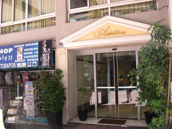 Achillion Hotel: Вход в отель Ахиллион
