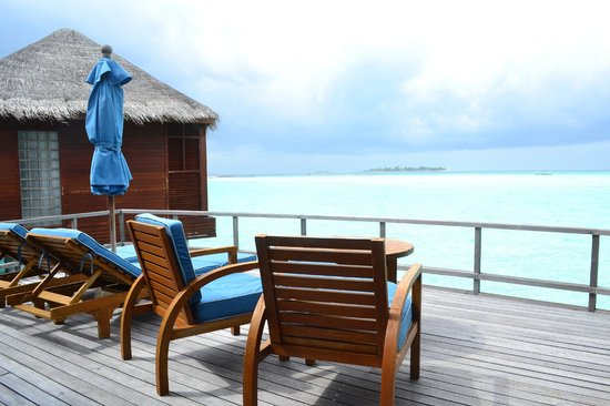 Anantara Dhigu Maldives Resort: Private deck