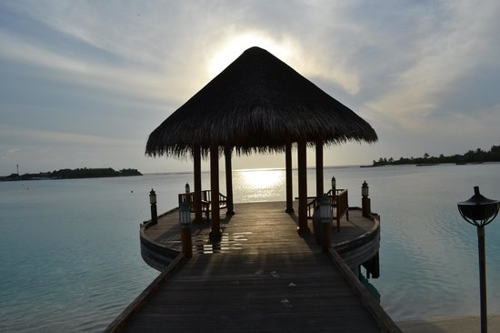 Anantara Dhigu Maldives Resort: Sunrise fr the jetty
