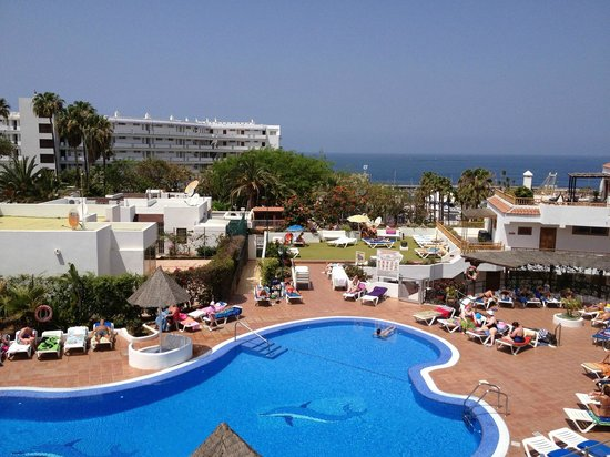 Los Geranios : Pool & Sea View from A210