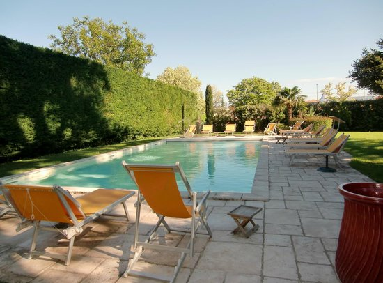 Villa Augusta : piscine charmante