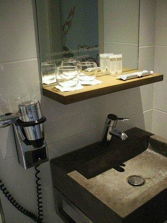 Blooming Hotel: Hübsches Badezimmer