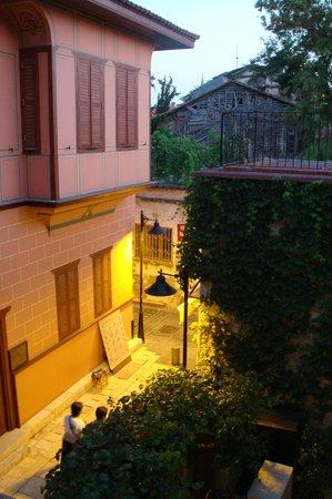 Otantik Butik Otel: Ottoman house across the street