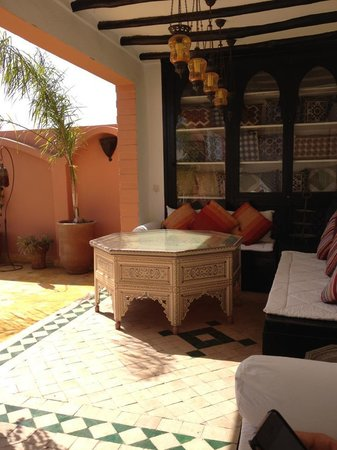 Riad Lena & SPA: More of the beautiful alcoves on the roof.