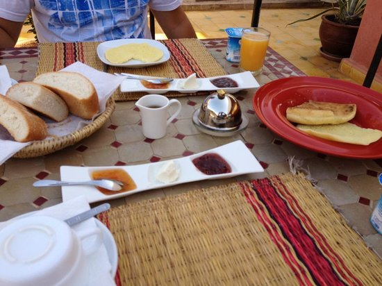Riad Lena & SPA: Breakfast! Served on the roof.