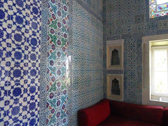 Topkapı Sarayı: beautiful mosaics in the halls of the Fourth Courtyard
