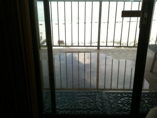 Phoenix I: balcony flooded!