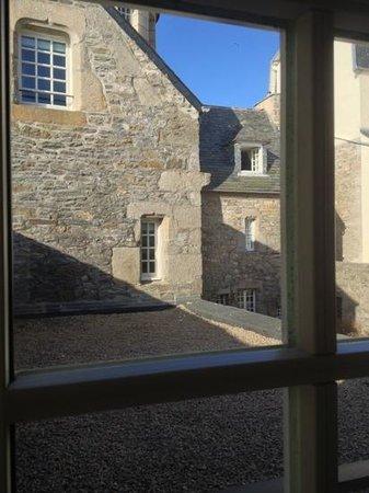 Hôtel Le Temps de Vivre: vue depuis la chambre 6