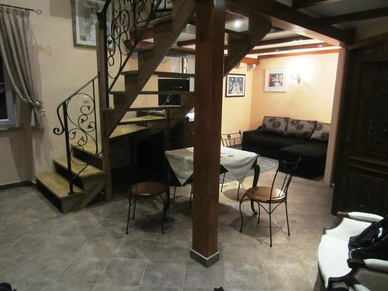 Amoret Apartments: Dining area of Royal apartment