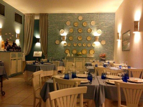 Savelletri, Italien: Ristorante la Marea, sala interna
