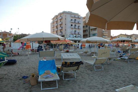 Hotel Clitunno: vista dalla spiaggia