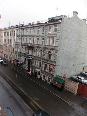 Idillia Mini-Hotel : Вид из окна на Кузнечный переулок