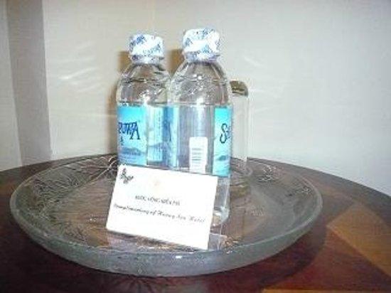 Huong Sen Hotel: 毎日水を置いてくれます。
