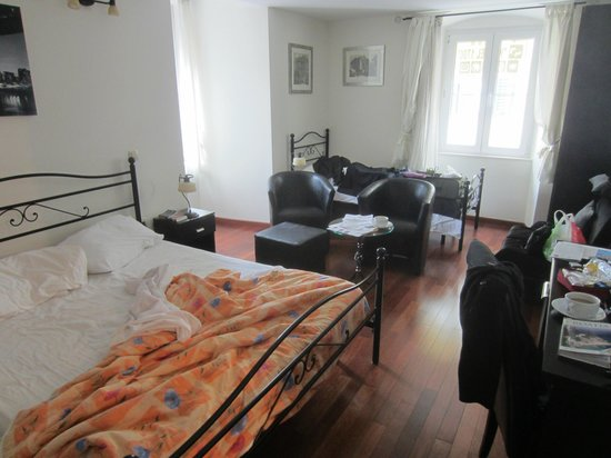 B&B Kastel 1700: Triple room on corner of building