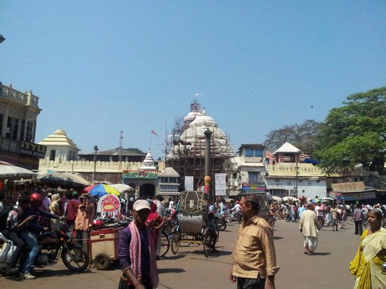 Puri, India: Singha Dwar and the Grand Road in front