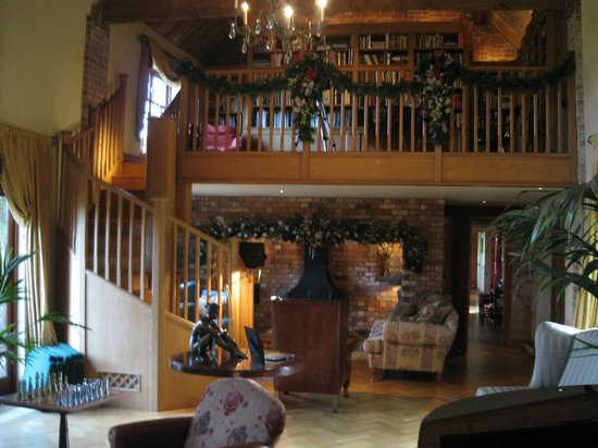 Warren Farm Lodge: One of the lounges