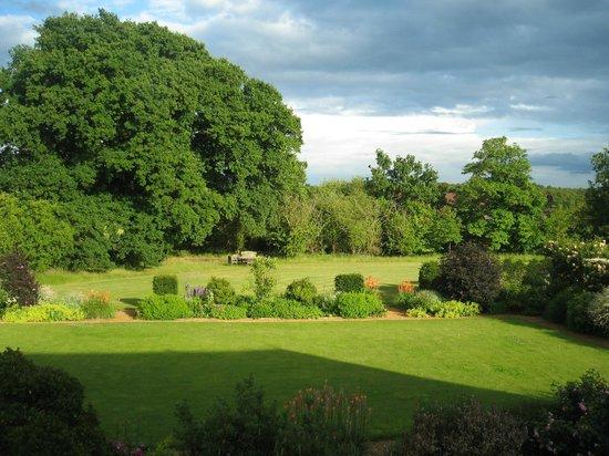 Warren Farm Lodge: One aspect of the large gardens