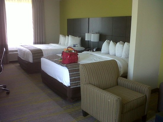 Comfort Suites Miami Airport North : wonderful beds